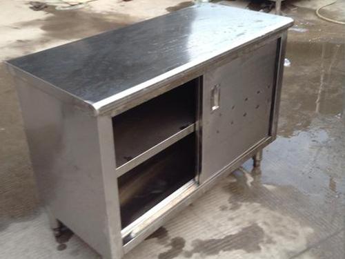 如何选择适合自己的商用厨房设备工作台?